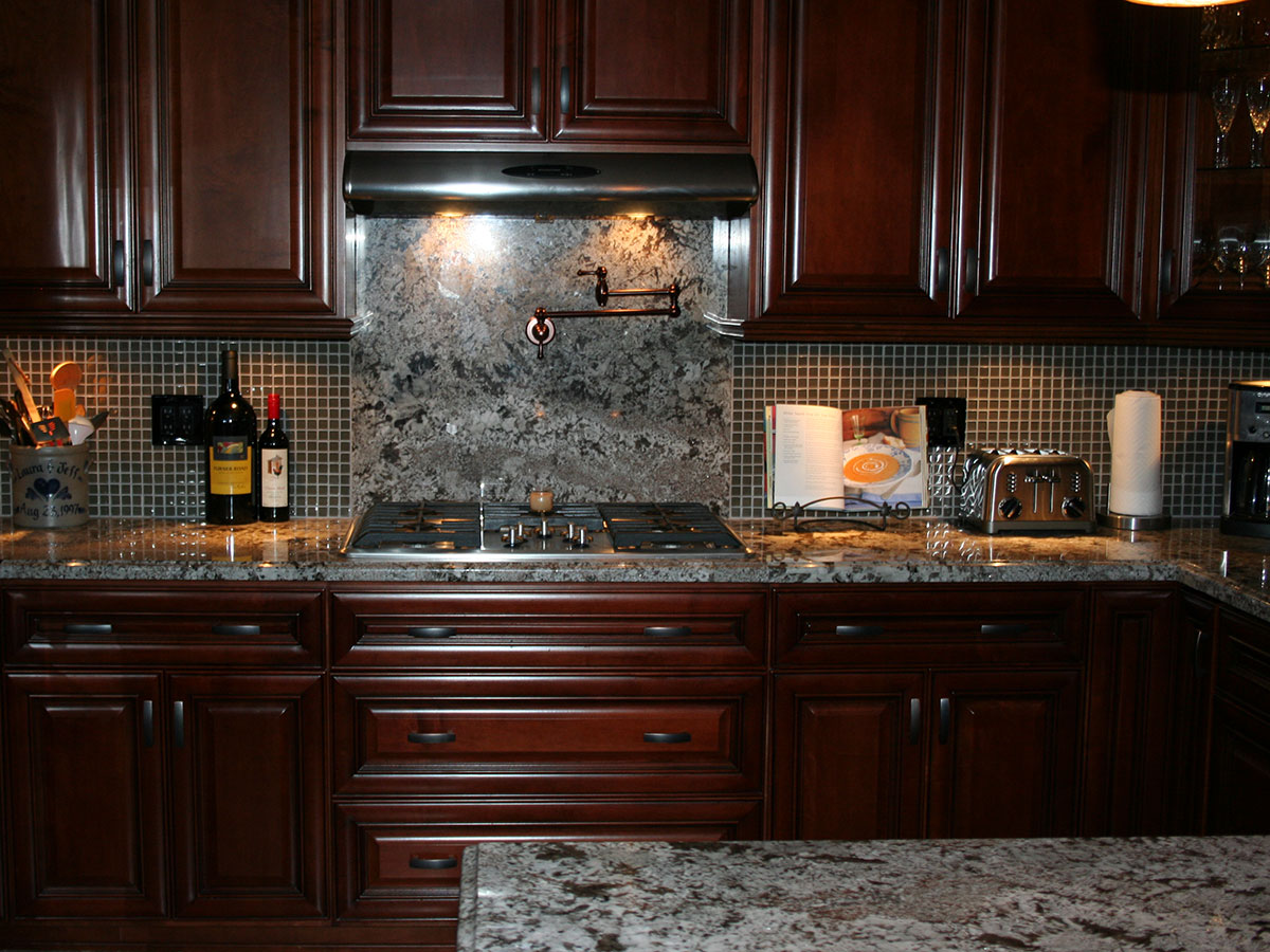 Backsplash And Range Hood Detail